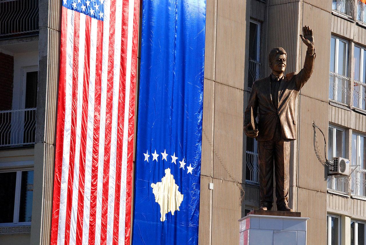 Bil-Klinton-Pristina
